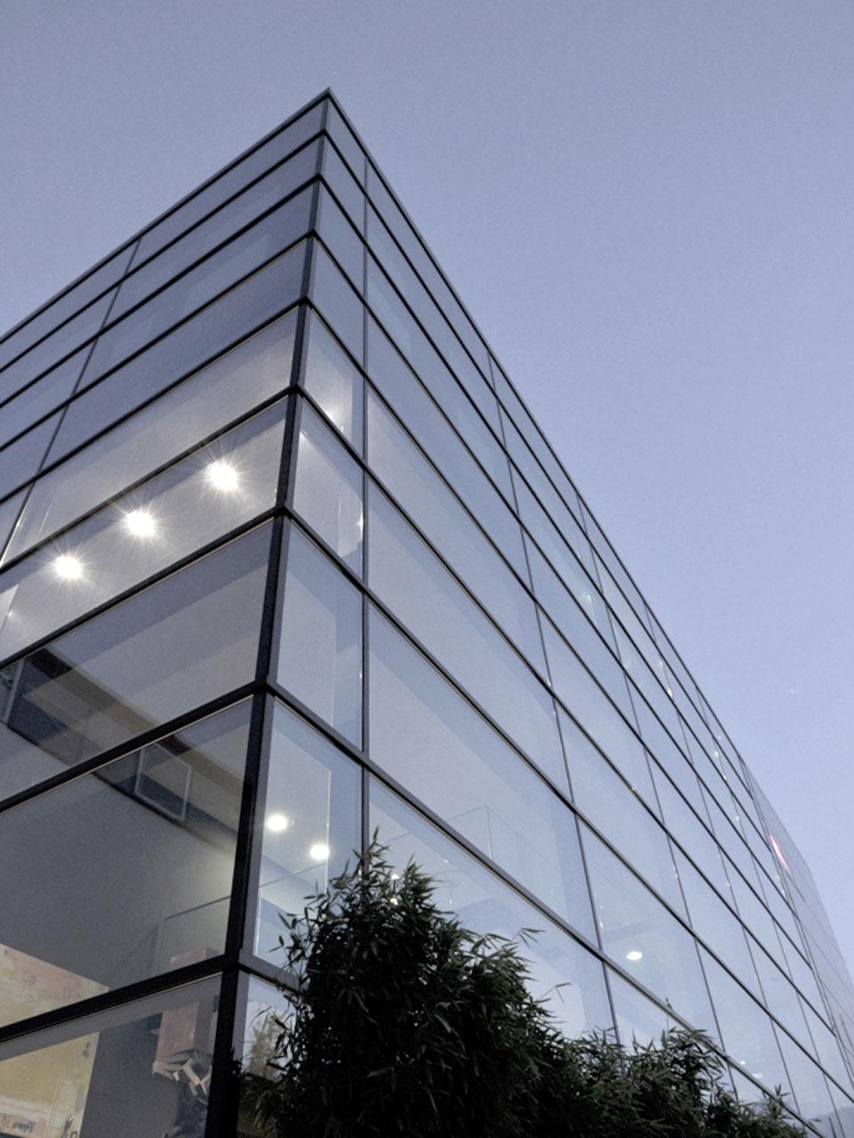 Aufstockung und Anbau Betriebsgebäude Reutlingen-Rommelsbach, Glasfassade