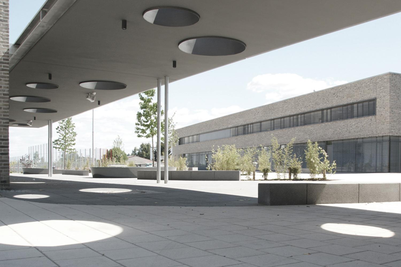 Neubau Grundschule mit Mehrzweckhalle Oberursel, Schulhof