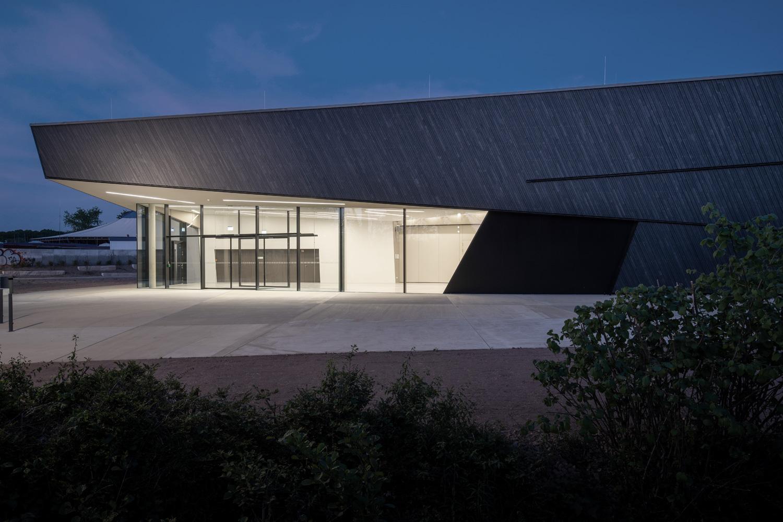 Neubau Veranstaltungshalle Kuppenheim, Ansicht bei Nacht