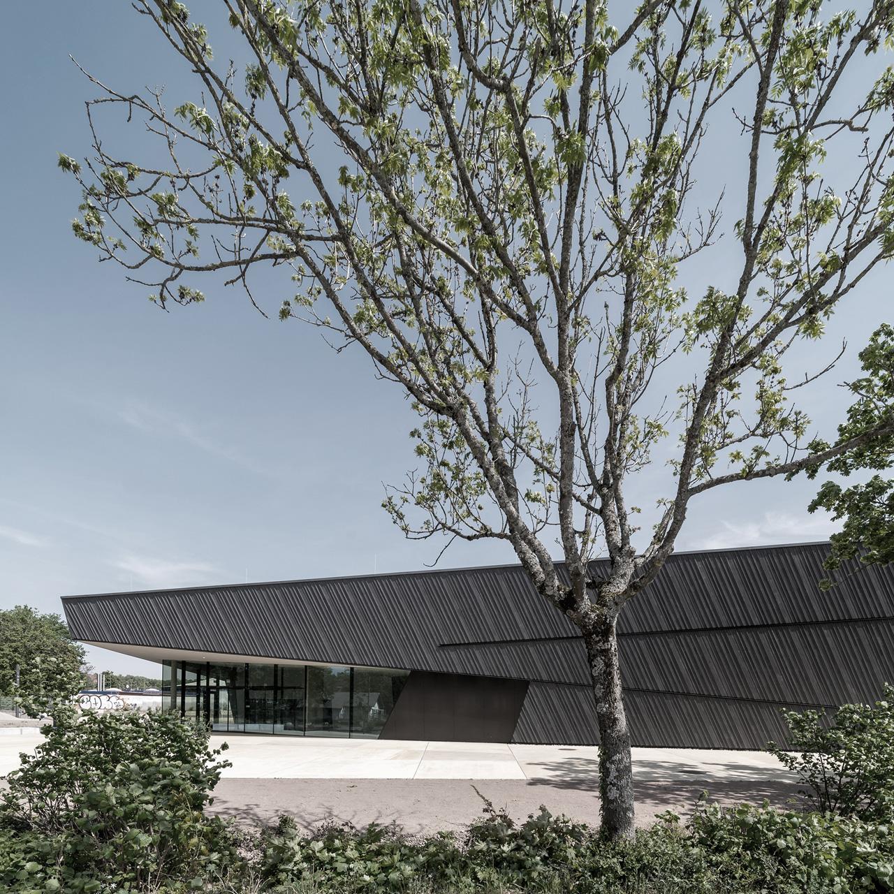Neubau Veranstaltungshalle Kuppenheim, Aussenansicht bei Tag