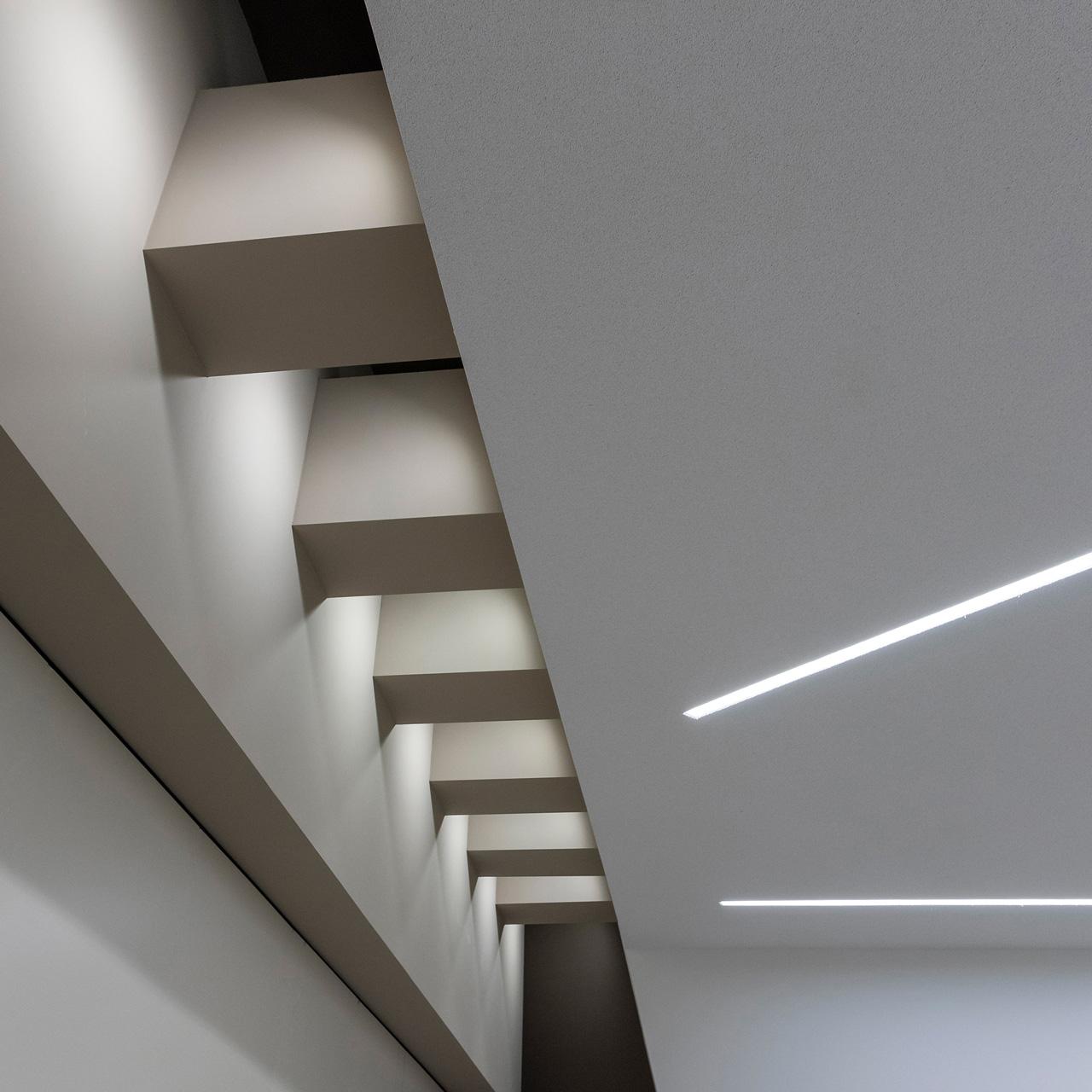 Neubau Veranstaltungshalle Kuppenheim, Lichtfuge im Foyer